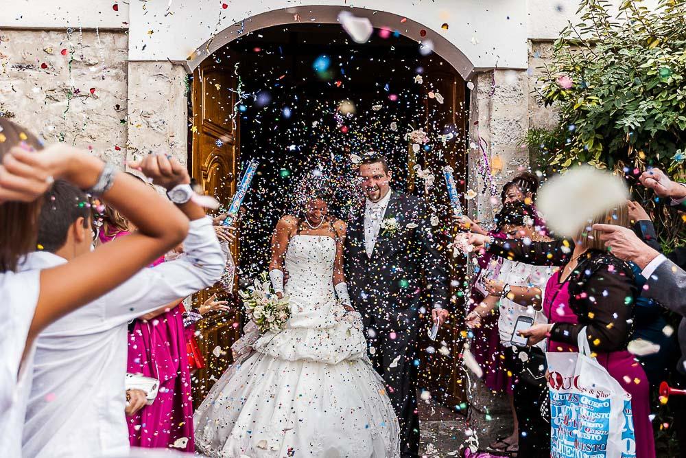 mariage sortie mairie fleurs pétales