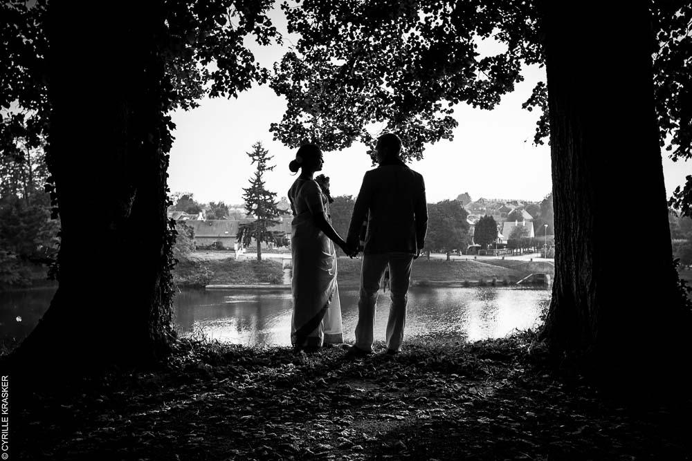Séance photo couple mariage noir et blanc